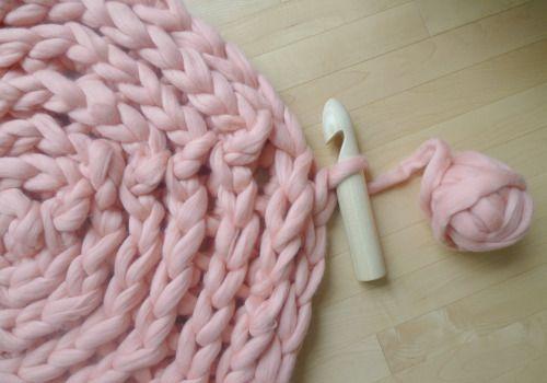 Объемный коврик крючком-продолжите плетение