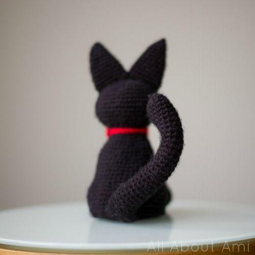вязаный котик с хвостиком