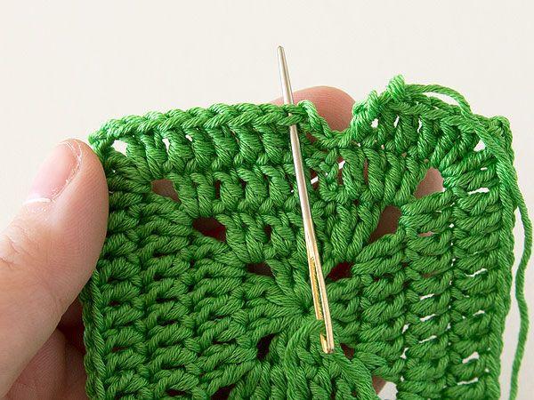 Покрывало крючком-вставьте нить в иглу
