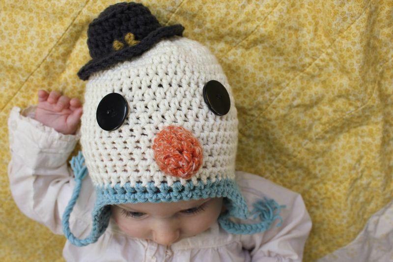Детская шапка крючком на малыше