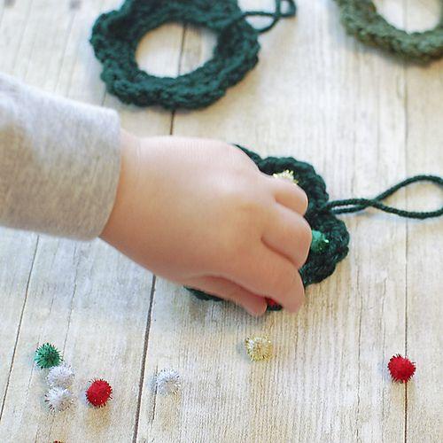 Елочные игрушки крючком-добавьте украшения