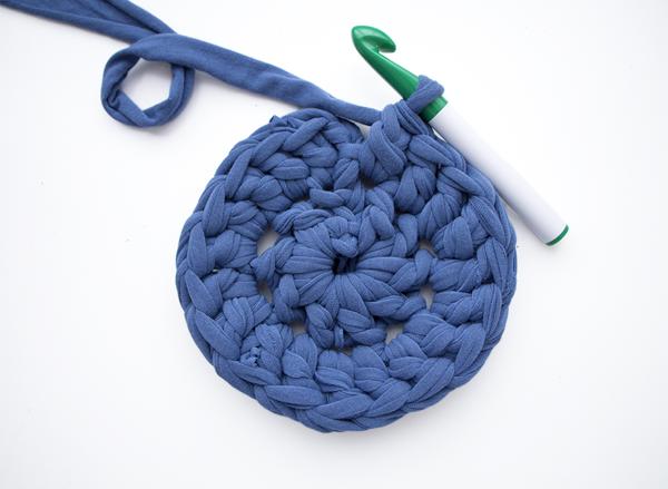 Как связать круглый коврик крючком?